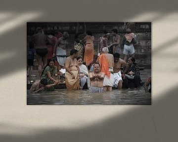 ritueel bad in de ganges van Karel Ham