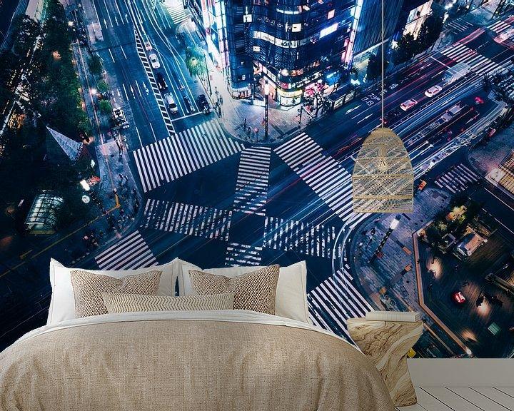 Sfeerimpressie behang: Ginza Crossing van Sander Peters Fotografie