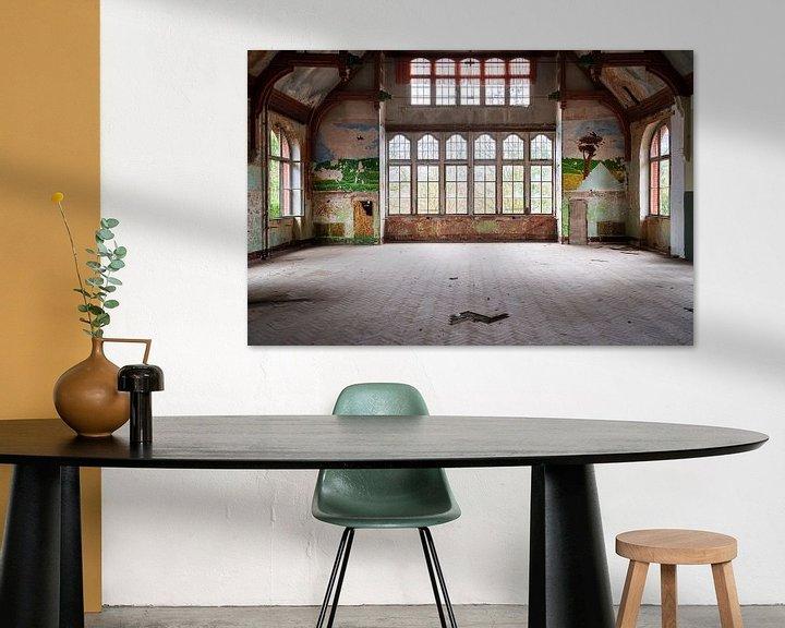 Sfeerimpressie: Verlaten Hal in Beelitz. van Roman Robroek