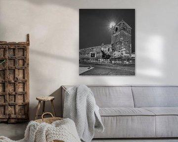 Kirche von Moarves de Ojeda in Nordspanien in schwarz-weiß von Harrie Muis
