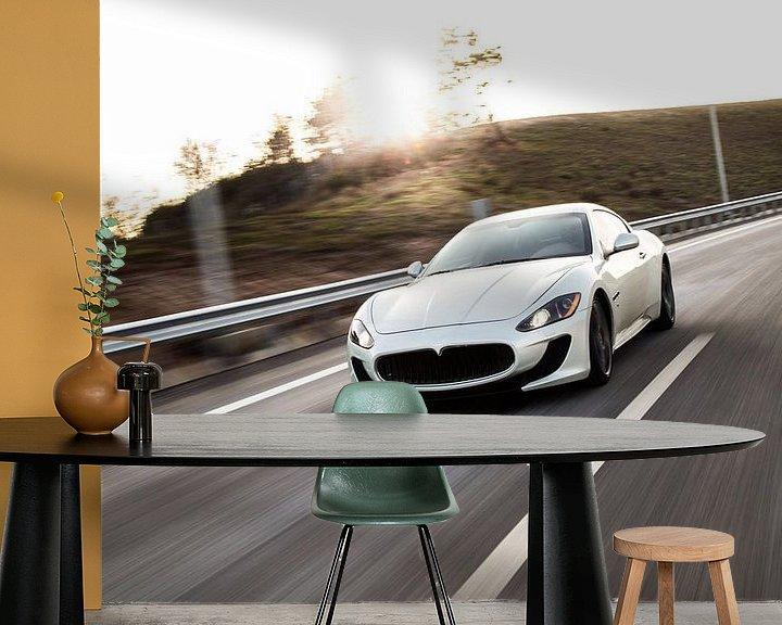 Beispiel fototapete: Maseratie sportscar Sportcoupé in Weiß auf der Autobahn von Atelier Liesjes