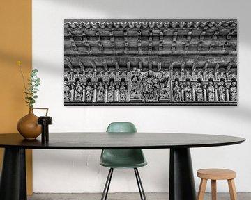 Skulpturenserie als Dekoration an einer Kirche in Nordspanien von Harrie Muis