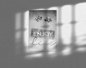 Palmenidylle in monochrom | enjoy life von Melanie Viola