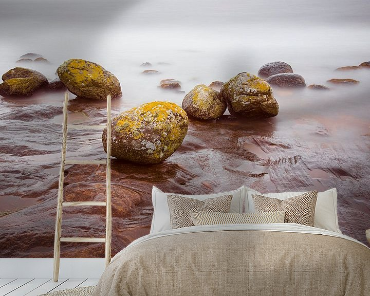Sfeerimpressie behang: Pirates Cove, Isle of Arran, Schotland van Johan Zwarthoed