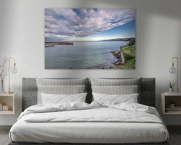 De baai van Lastres in de Spaanse provincie Cantabrie van Harrie Muis