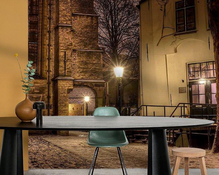 Sfeerimpressie behang: Historisch straatje in Gouda van Eus Driessen