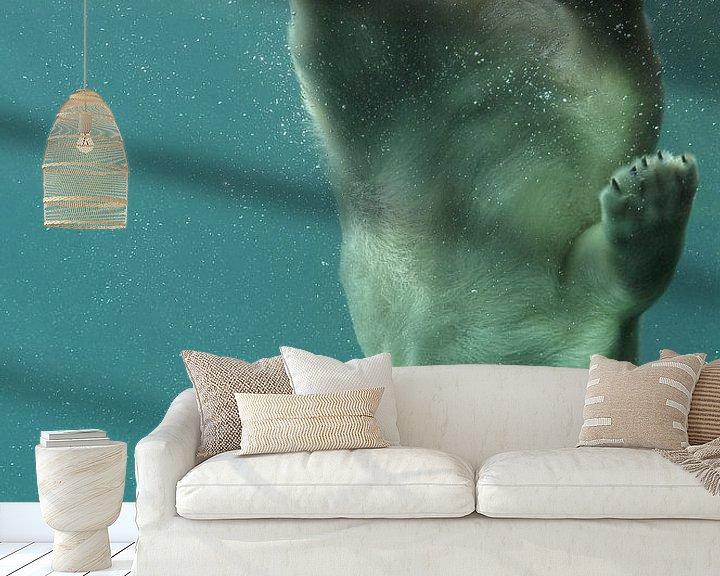Sfeerimpressie behang: ijsbeer onder water van Tilly Meijer