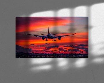Airbus A350 landt op Schiphol voor zonsopkomst