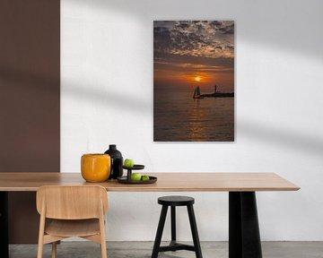 Zomeravond en de pier bij Stavoren in Friesland van Harrie Muis