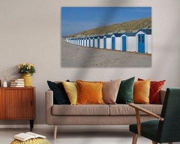 Une rangée de cabanes de plage hollandaises