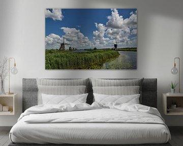 Digue pour enfants avec lumière et ciel typiques du peintre hollandais