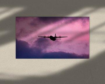 Dänische C130 Herkules an einem launischen Himmel von Stefano Scoop