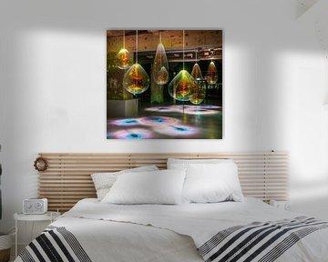 Licht kunst met kleur op industriële locatie van Moniek van Rijbroek