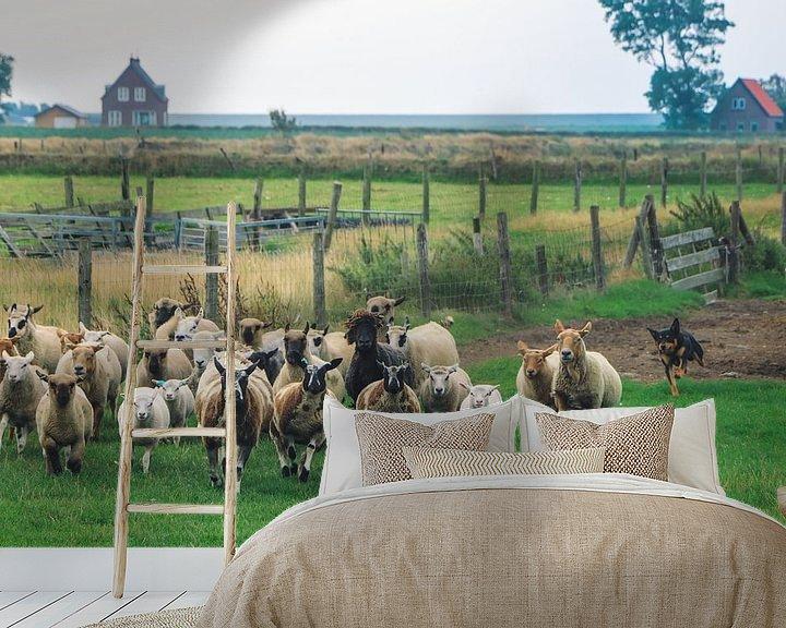Sfeerimpressie behang: schaapskudde in een weiland op het Waddeneiland Texel Nederland van Martin Albers Photography