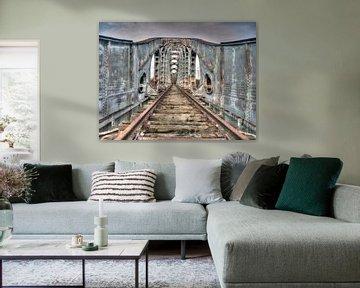 Oude rails van een verlaten spoorbrug
