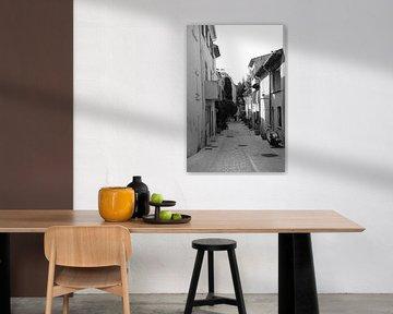 Rue Bergere à Saint-Tropez von Tom Vandenhende
