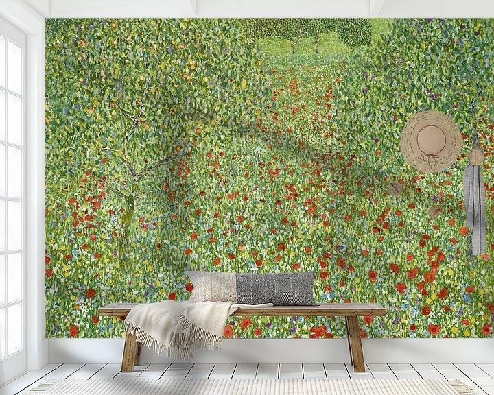 Sfeerimpressie behang: Klaprozenweide, Gustav Klimt