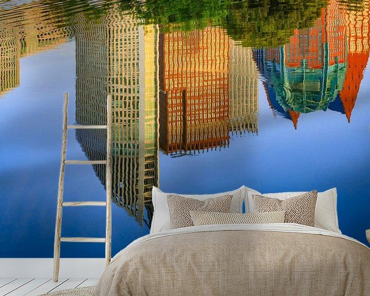 Sfeerimpressie behang: spiegeling van de skyline van Den Haag in het water van gaps photography