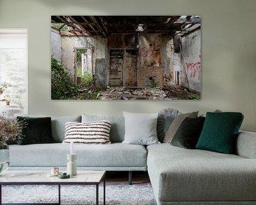 Interieur van afgebrande boerderij van Dick Doorduin