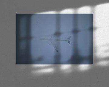 Vliegtuig in de wolken van Clicksby JB