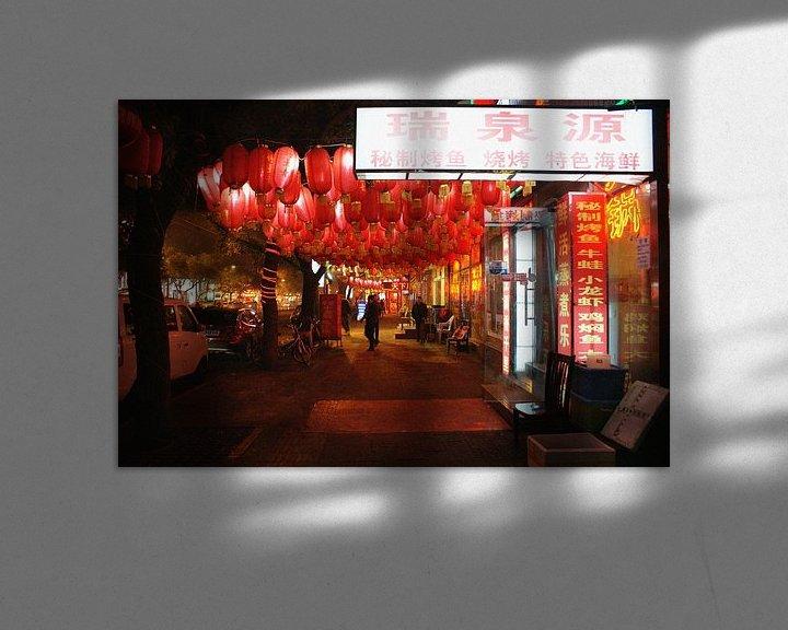 Sfeerimpressie: De lampen van Zhangzizhong Straat in Beijing 01 van Ben Nijhoff