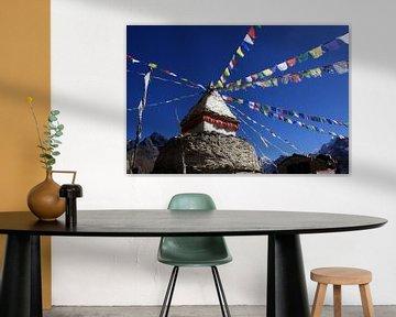 Stupa avec drapeau de prière sur Jürgen Wiesler