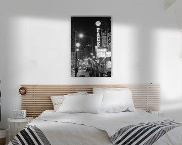 Rushstreet bei Nacht Chicago 1983 von Timeview Vintage Images