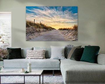 Strandaufgang Nordseestrand mit Sonnenuntergang von eric van der eijk