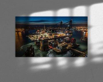 Thialf kraanschip van Heerema avondfoto van Klaas Doting
