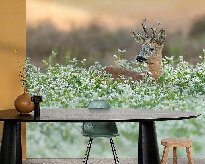 Sfeerimpressie behang: Reebok in de bloemen van Ina Hendriks-Schaafsma