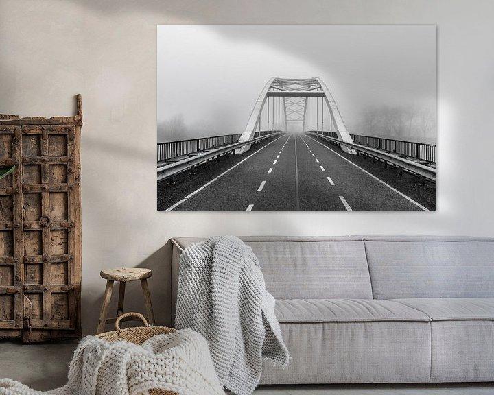 Beispiel: verlassene Brücke im Nebel, schwarz-weiß von Patrick Verhoef