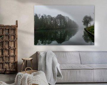 mistig landschap aan de rivier van Patrick Verhoef