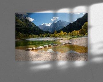 Le lac Jasna dans les montagnes en automne en Slovénie sur iPics Photography
