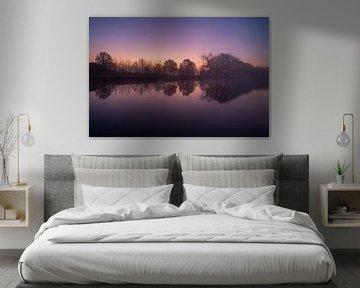 Kleurrijke zonsopkomst aan het kanaal van Marc Vandijck