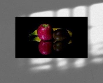 Fruit sur un miroir sur Ronald van Kooten