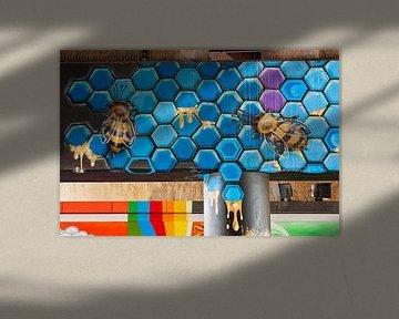 Graffiti-Wand mit Bienen von Anouschka Hendriks