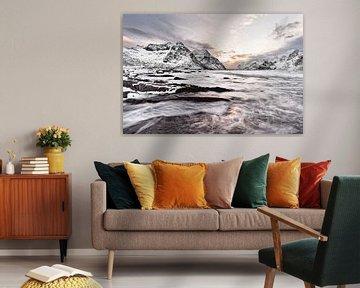 Winterlandschap met waterbeweging en kleurrijk ochtendlicht van Ralf Lehmann