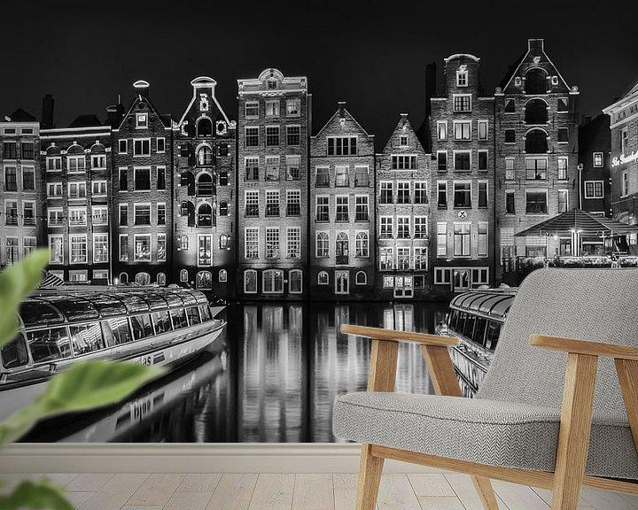 Sfeerimpressie behang: Damrak Amsterdam in zwart-wit van Mirjam Boerhoop - Oudenaarden