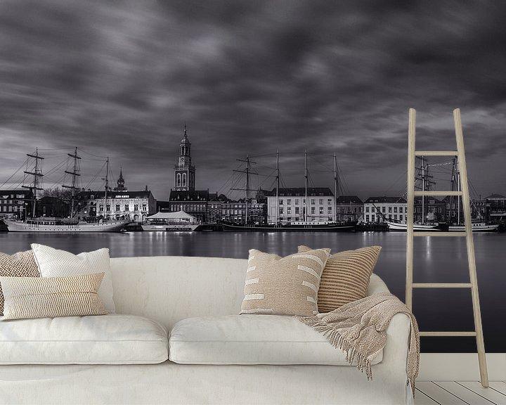 Sfeerimpressie behang: Stadsfront Kampen in zwart wit van Fotografie Ronald