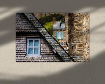 Detail van huisjes met ramen bij Mont Saint-Michel van Paul van Putten