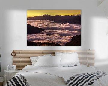 Bergen boven wolken van Olga Ilina