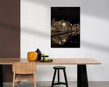 Maassluis Quelle Straße Stadtzentrum Nacht authentische Altstadt spiegelt sich im Wasser von Marco van de Meeberg