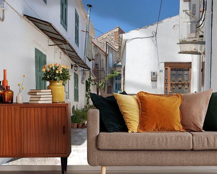Sfeerimpressie behang: Straatje op Samos van Elly Damen