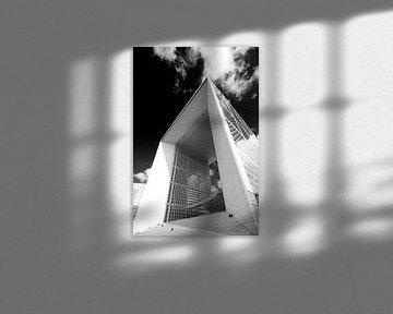 Parijs La Grande Arche in zwart wit van Marianne van der Zee