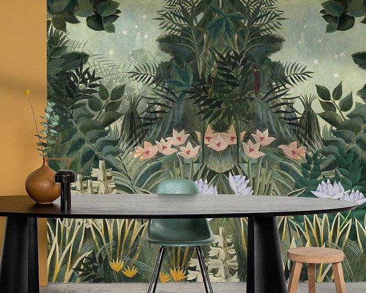 Sfeerimpressie behang: Prachtige botanische afbeelding van jungle met varens en bloemen van Studio POPPY