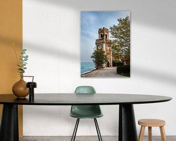 Historischer Turm in der Altstadt von Venedig in Italien von Rico Ködder