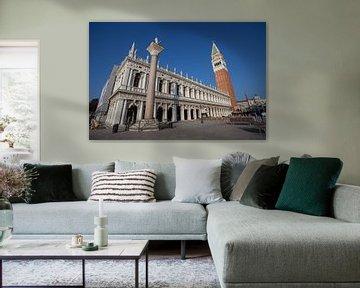 Marciana-Bibliothek, mit Campanile von San Marco, Venedig von Joost Adriaanse