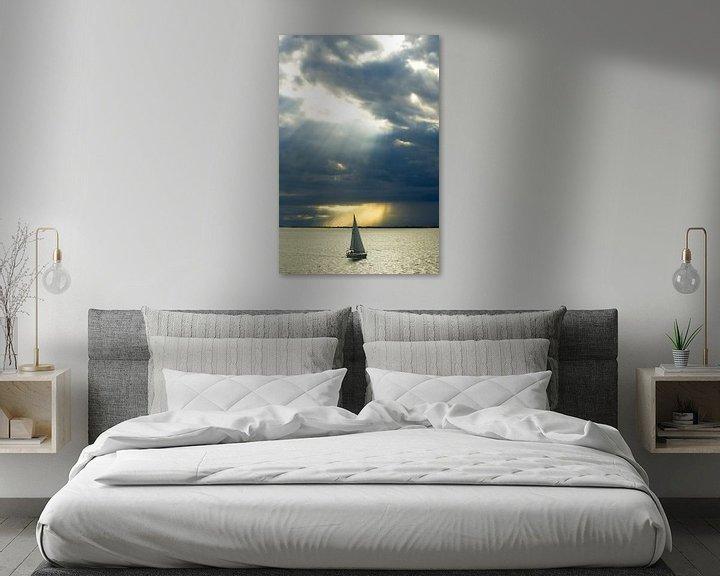 Sfeerimpressie: Zeilboot in zonlicht. van KO- Photo