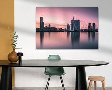Rosa Morgen in Rotterdam von Ilya Korzelius