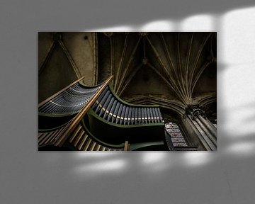 Orgel und Decke der St. Peterskirche in Caen, Normandie von Paul van Putten